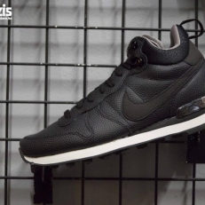 Internationalist Mid Leather