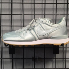Nike Internationalist QS