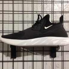 Nike Lunarcharge Essential - Black/ White - Pure Platinum